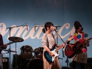 4年つのちゃんギターで歌う!