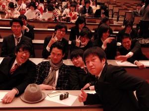 卒業式前に1枚。石川は司会進行をつとめました。